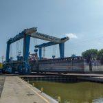 Deck barge drydock